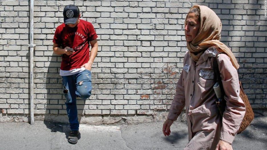 CNN ترصد مدى تأثر حياة الإيرانيين اليومية بعقوبات أمريكا