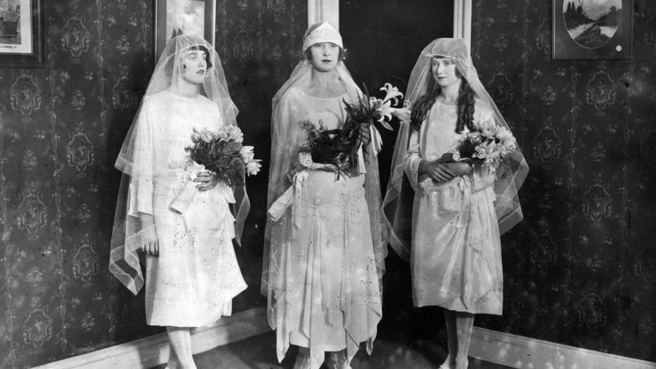 تاريخ عروض الأزياء من ستينيات القرن التاسع عشر ليومنا الحالي