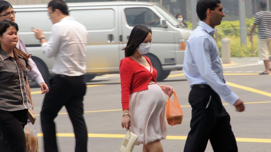 هل يؤثر الهواء الملوث الذي تتنفسه المرأة الحامل على الجنين؟