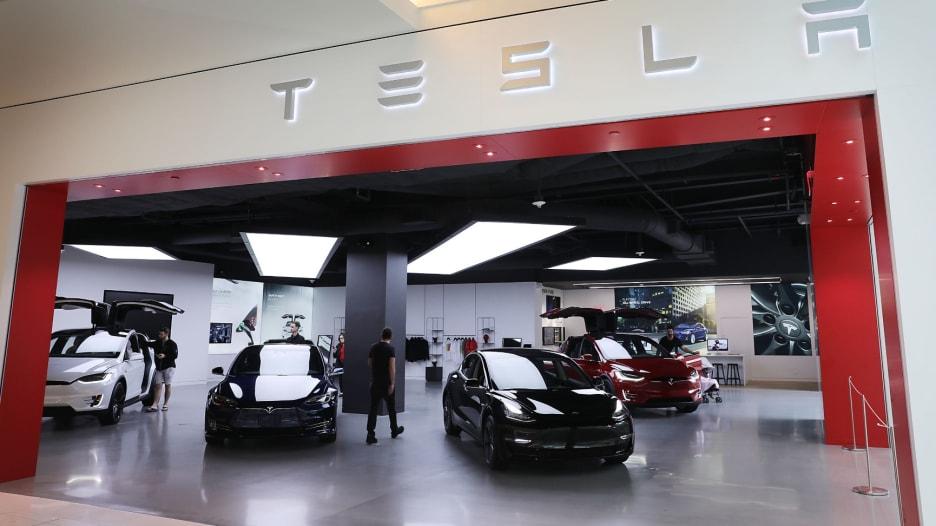 تسلا تبدأ إنتاج سياراتها من مصنع في الصين الشهر الجاري
