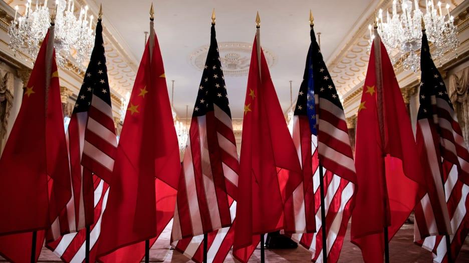 أمريكا تدرج شركات صينية على لائحتها السوداء بسبب الإيغور