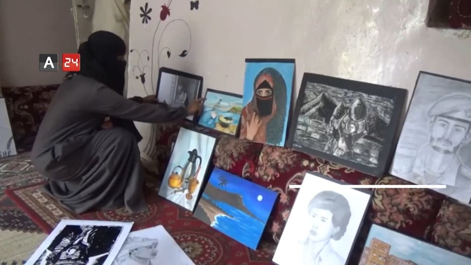فنانة في اليمن تحول منزلها إلى متحف فني