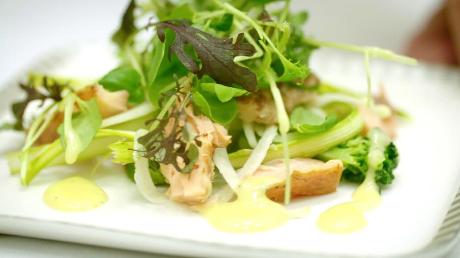 مزرعة تقدم أطعمة مستدامة لمسافرين الخطوط الجوية السنغافورية