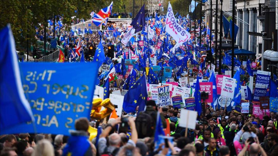 عشرات الآلاف يتظاهرون في لندن للمطالبة باستفتاء ثان حول بريكست