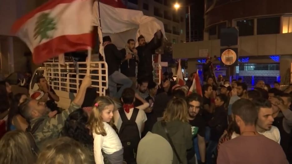 أكاديمية لبنانية توضح لـCNN التحول بشعارات المتظاهرين