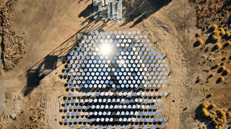 بدعم بيل غيتس.. هل يحقق هذا الابتكار طفرة بالطاقة الشمسية؟