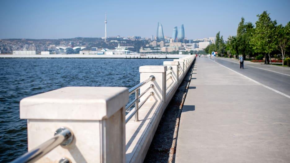 هذا ما يمكنك فعله على واجهة باكو البحرية في أذربيجان