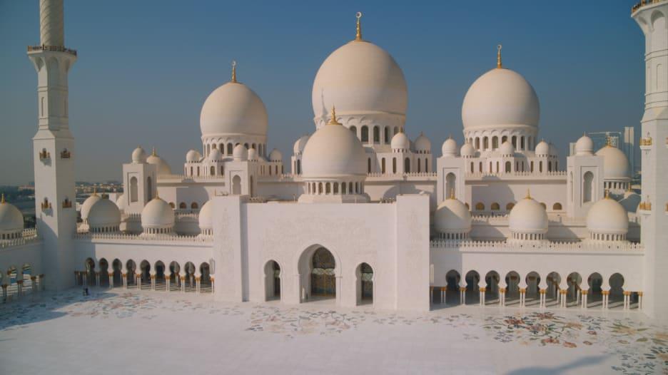 مسجد الشيخ زايد كما لم تره من قبل من طائرة بدون طيار
