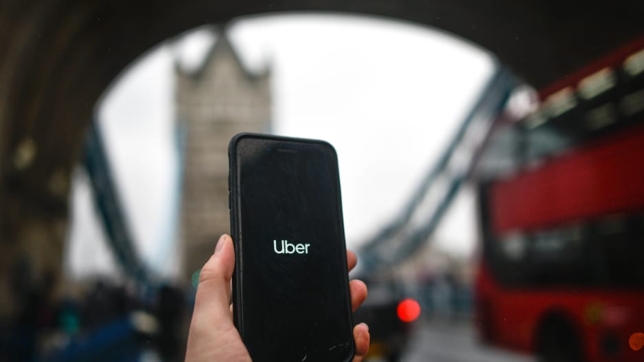 """""""أوبر"""" تخسر رخصتها في لندن بسبب مخاوف أمنية"""