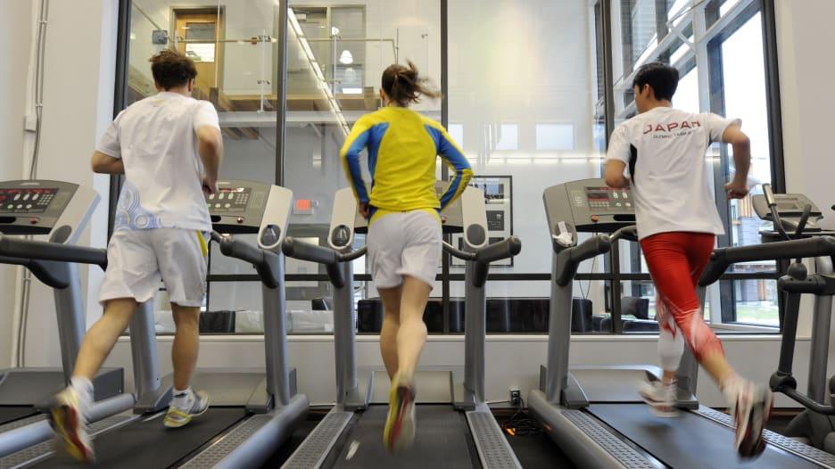 المشي أم الجري.. ما الذي يحرق سعرات حرارية أكثر؟