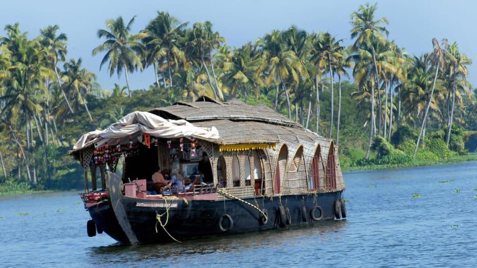 في كيرلا بالهند.. استكشف الحياة التقليدية وممرات مائية خلابة