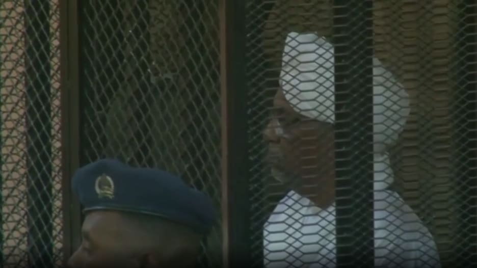شاهد كيف ظهر عمر البشير في المحكمة خلال قراءة الحكم