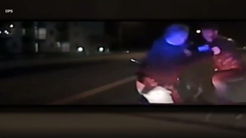 فيديو لحظة مقتل طالب قطري بعد عراك مع شرطي بأمريكا