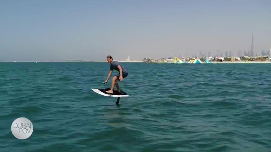 كايت بيتش.. ملاذ جديد لركوب الأمواج في الصحراء