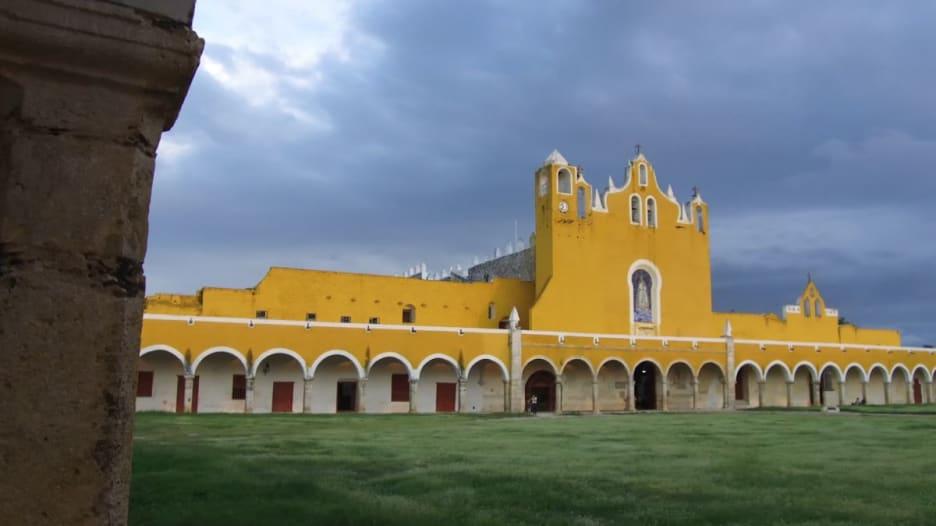 """جولة في """"المدينة الصفراء"""" بالمكسيك.. تعرف على سبب تسميتها"""