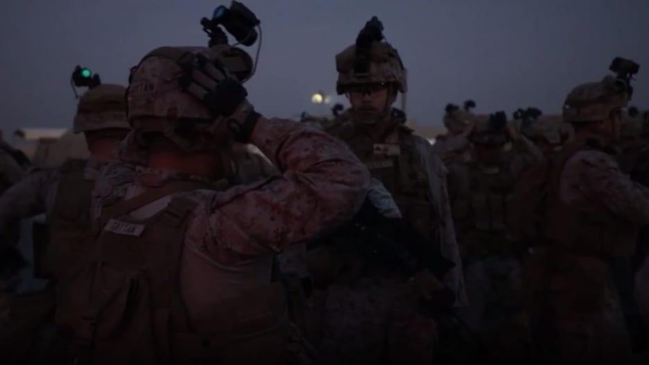 لحظة استعداد قوات المارينز لحماية سفارة أمريكا في بغداد