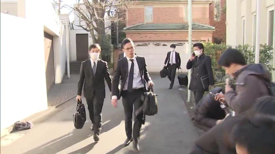 لحظة اقتحام شرطة اليابان منزل كارلوس عصن