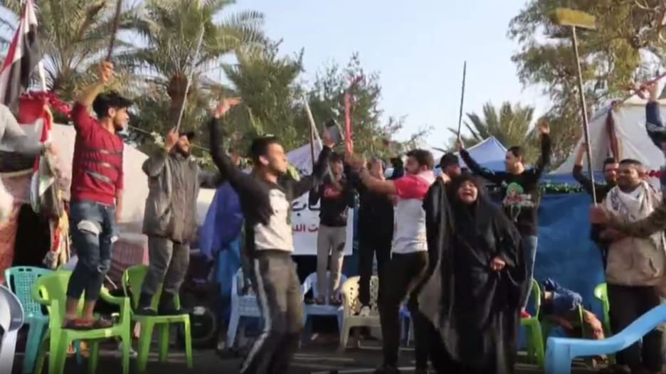 شاهد.. متظاهرون يحتفلون في بغداد بمقتل قاسم سليماني