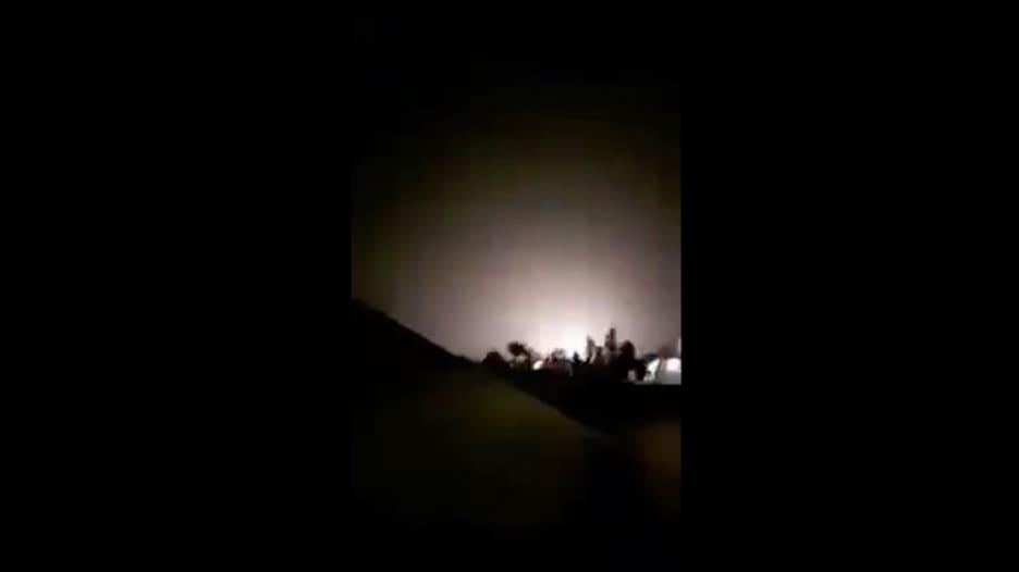 شاهد.. لحظة قصف قاعدة عين الأسد العسكرية في العراق بالصواريخ