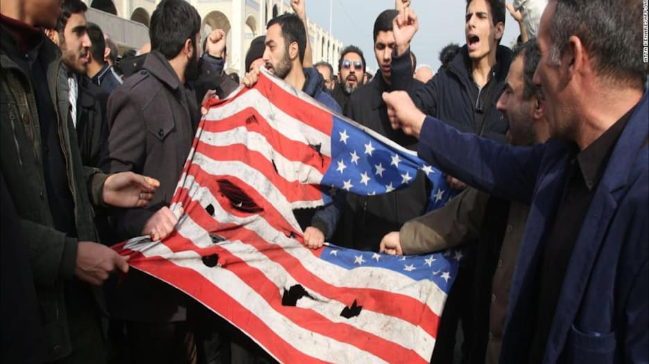ما سر العداء بين أمريكا وإيران وكيف تصاعد التوتر بينهما؟