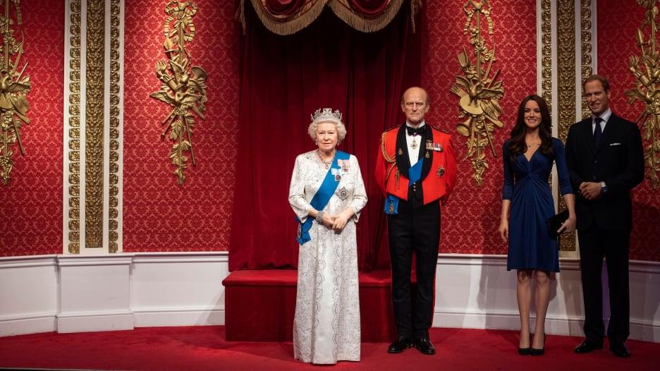 متحف أعمال الشمع يزيل تمثالي هاري وميغان من العائلة الملكية