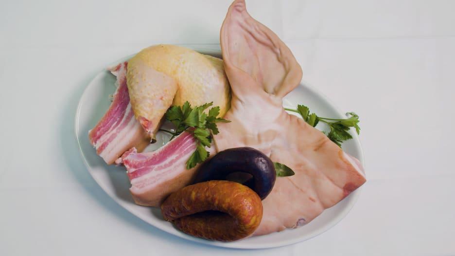 الكرشة البرتغالية.. طبق مصنوع من معدة البقر وأذن الخنزير