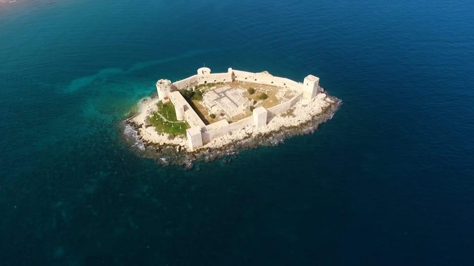 قلعة العذراء بتركيا.. ما الأسطورة الغامضة وراء بنائها؟