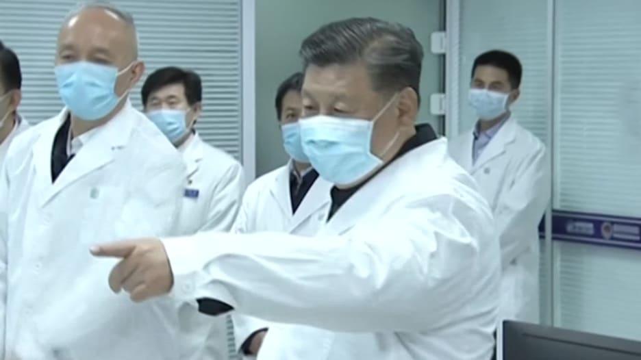 رئيس الصين يظهر بقناع الوجه أثناء تفقد جهود مكافحة كورونا