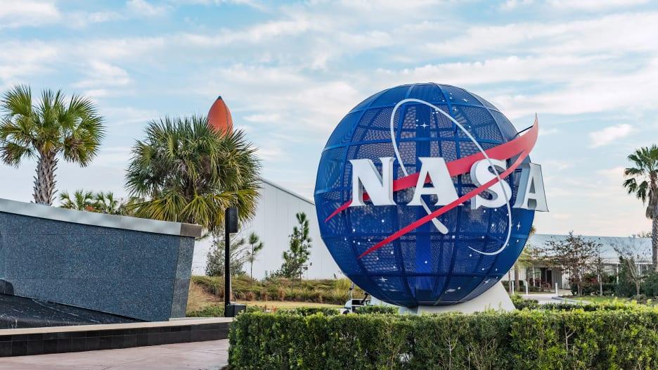 ناسا تبحث عن رواد فضاء جدد للسفر إلى القمر بحلول 2024