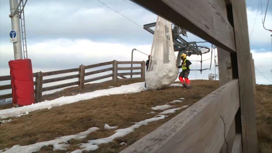 """منتج التزلج """"لوشون سوبربانيرس"""" في جبال البرانس في فرنسا"""