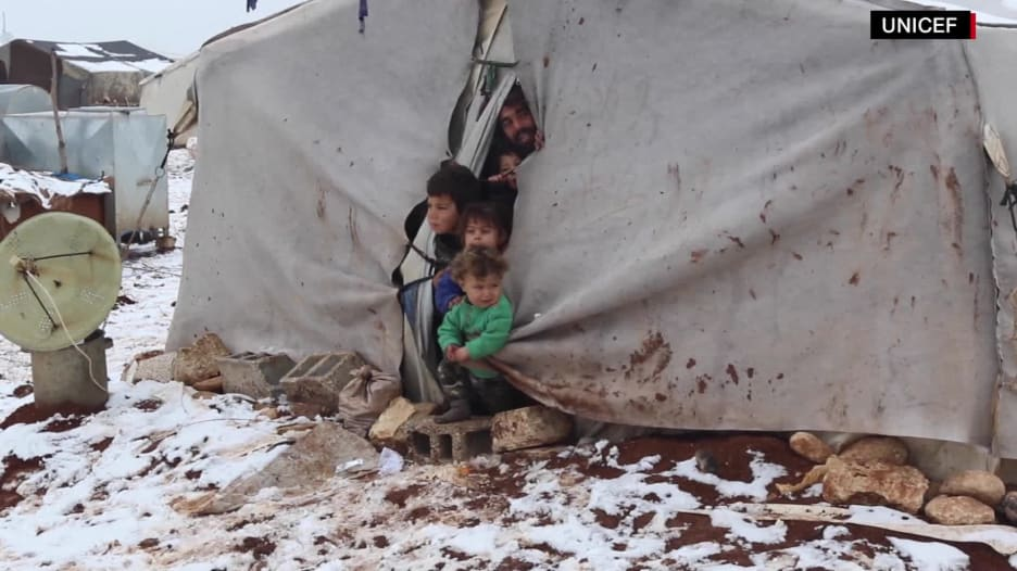 أطفال سوريا النازحين يواجهون البرد القارس في حلب