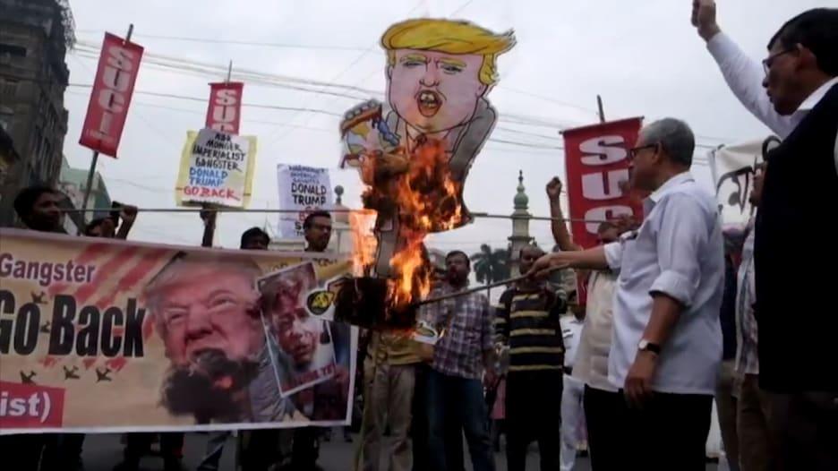مظاهرات في الهند احتجاجاً على زيارة ترامب.. واشتباكات بسبب قانون الجنسية المثير للجدل