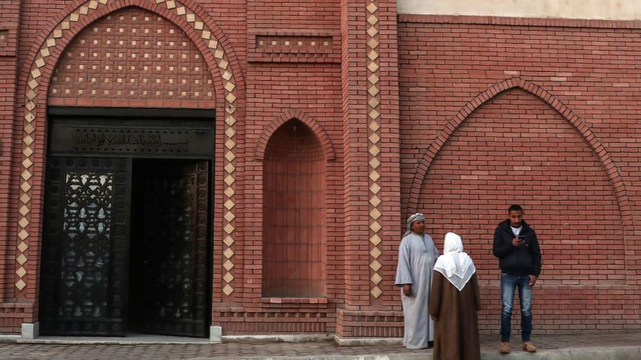تصريح دفن مبارك يكشف أسباب وفاته.. واستعدادات مقبرة العائلة لاستقبال جثمانه