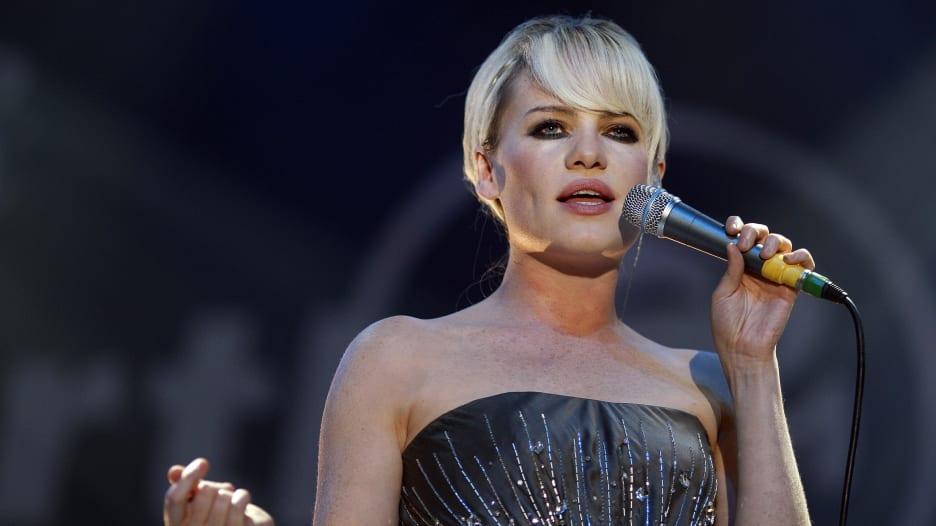 مغنية أمريكية: تعرضت للاغتصاب واحتجزت لعدة أيام