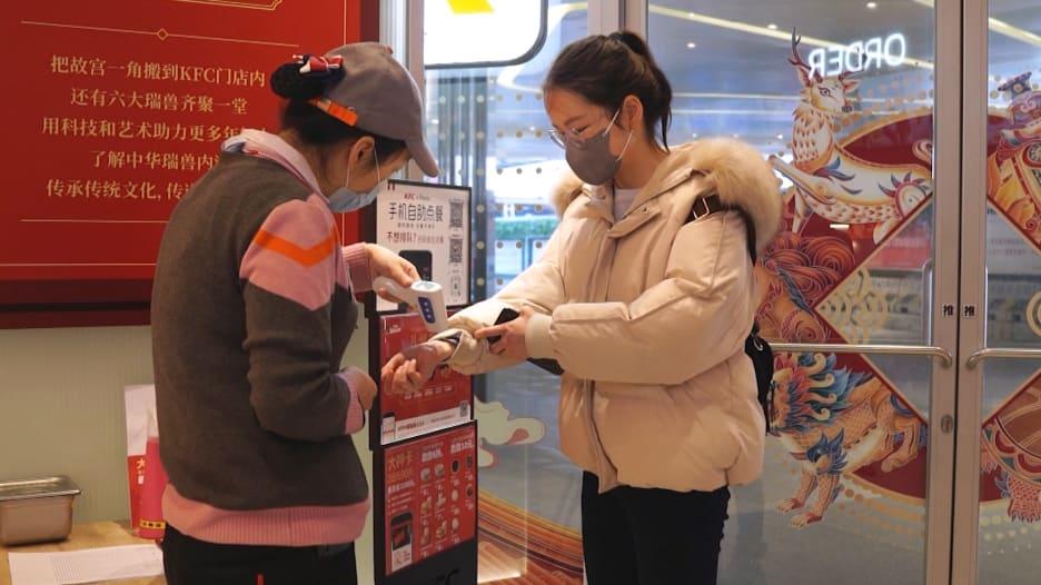 مع تفشي كورونا.. هكذا تقوم المطاعم الصينية بتقديم وتوصيل الطعام