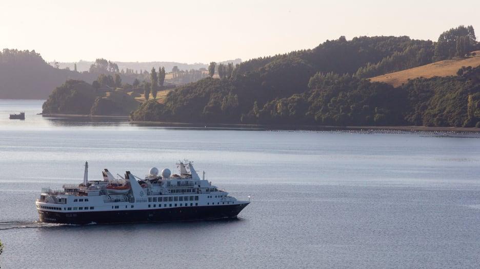 """سفينة """"ذا سيلفر إكسبلورر"""" تخضع للحجر الصحي قبالة سواحل تشيلي بعد إصابة أحد ركابها بفيروس كورونا"""