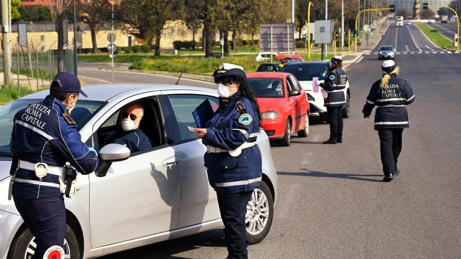 ما السبب وراء حدوث إصابات ووفيات كثيرة بفيروس كورونا في إيطاليا؟