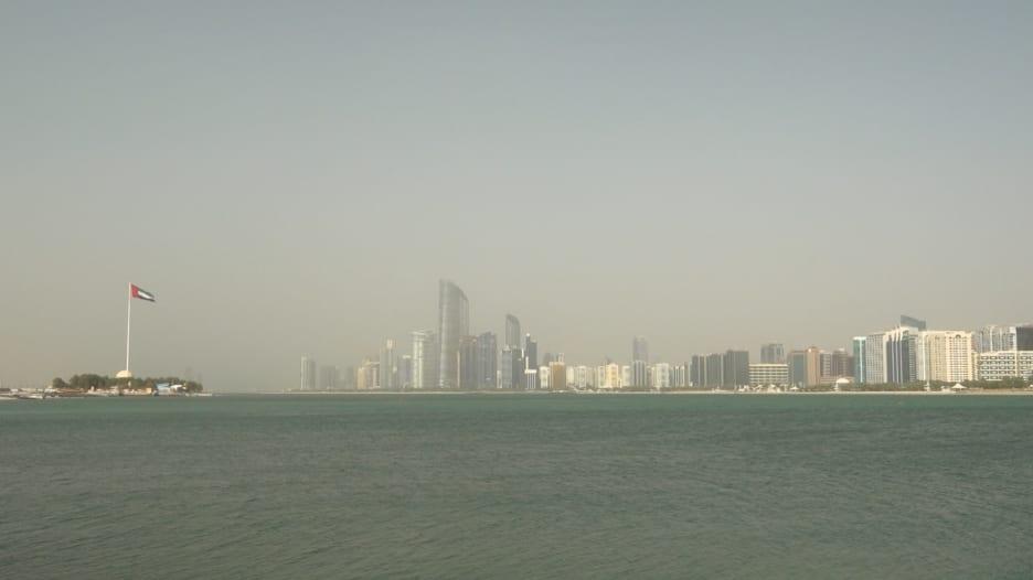 الإمارات تغلق مراكز التسوق لمدة أسبوعين قابلة للتجديد