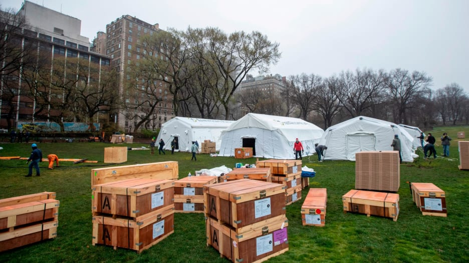 """حديقة """"سنترال بارك"""" في نيويورك تتحول إلى مستشفى مؤقت لعلاج مرضى فيروس كورونا"""