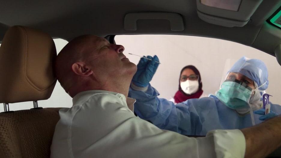 """الإمارات """"تتفوق"""" على الدول الغربية في إجراء فحوص فيروس كورونا"""