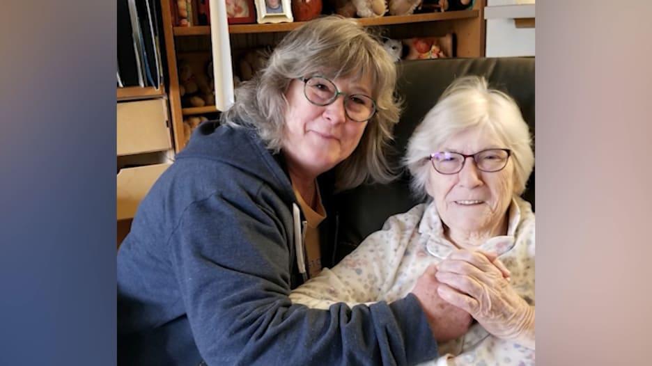 امرأة في الـ90 من عمرها تتحدث عن تعافيها من فيروس كورونا بعد اقترابها من الموت