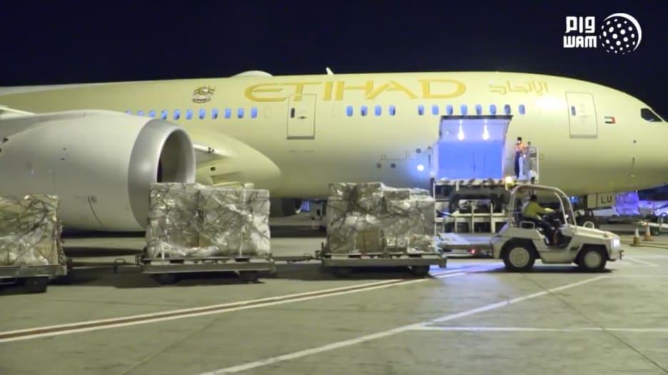 الإمارات ترسل 10 أطنان من المستلزمات الطبية إلى إيطاليا