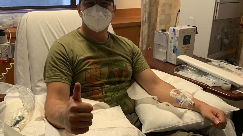 """مريض تعافى من فيروس كورونا يحاول إنقاذ حياة آخرين بـ""""البلازما"""""""