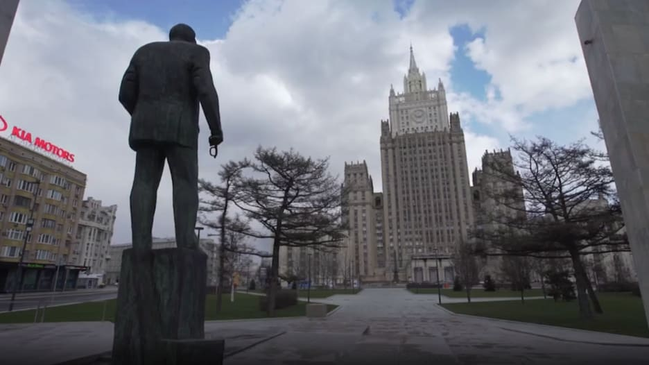 شاهد.. فيروس كورونا يسكت صخب الحياة في موسكو