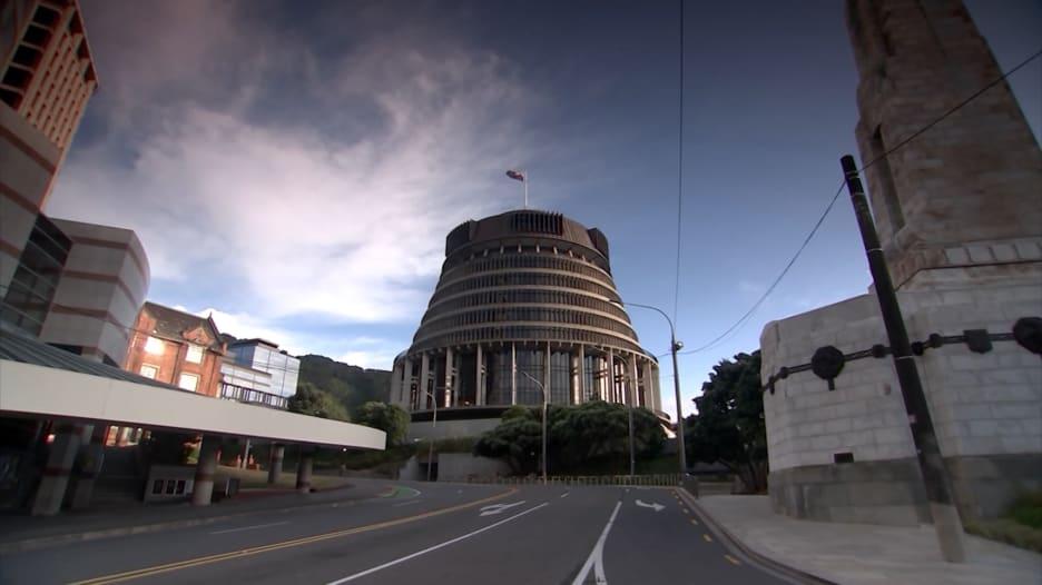 حالة وفاة واحدة لفيروس كورونا في نيوزيلندا.. هذا ما يفعلونه