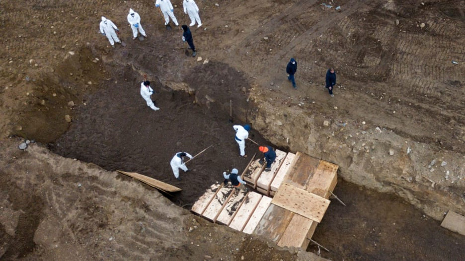 مقابر جماعية لضحايا فيروس كورونا في نيويورك
