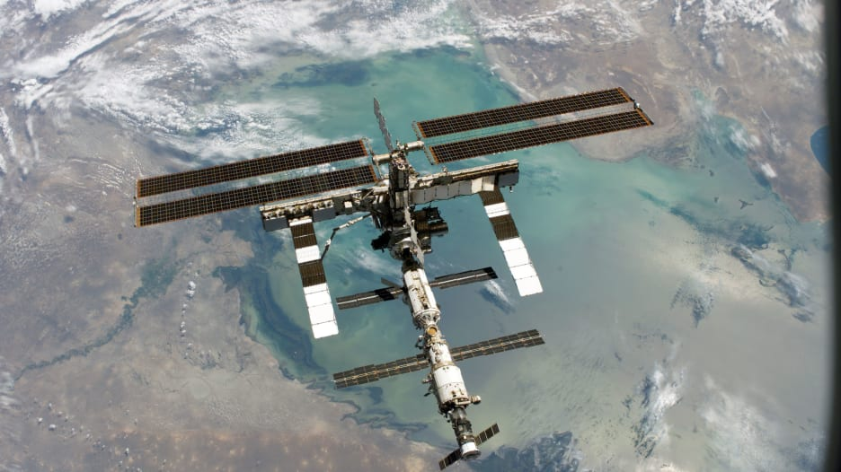 نصائح تهبط من الفضاء لسكان الأرض بشأن فيروس كورونا