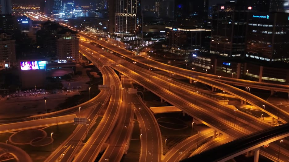 دبي كما لم ترها من قبل.. شاهد هدوء الإمارة وسط جهود مكافحة فيروس كورونا