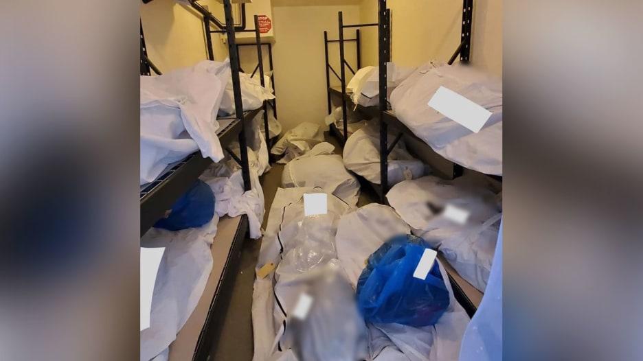 صورة صادمة لتراكم جثث موتى فيروس كورونا في وحدة تجميد بمستشفى أمريكي