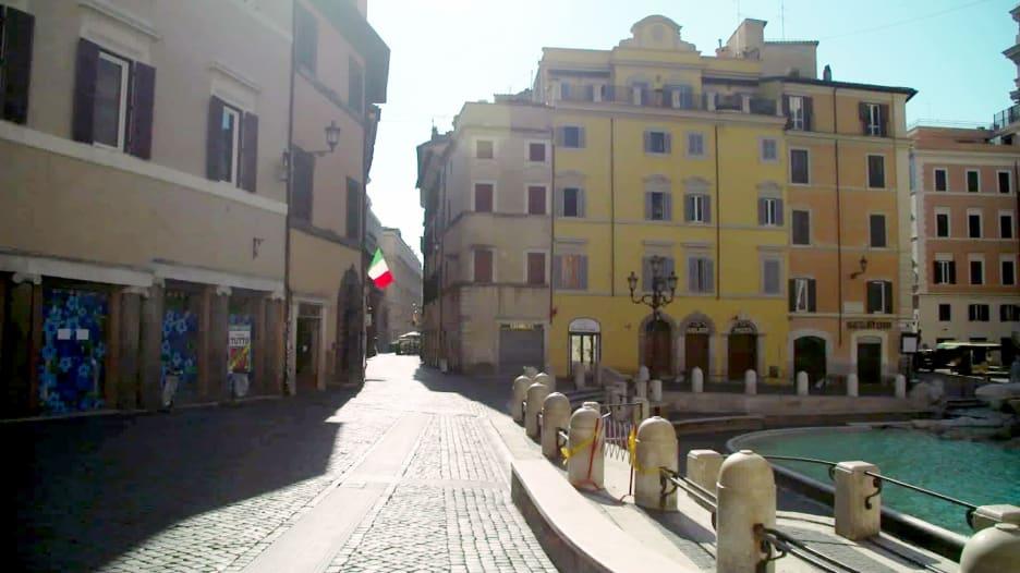 """في ظل فيروس كورونا..الإيطاليون يعانون من حالة """"حمى المقصورة"""""""